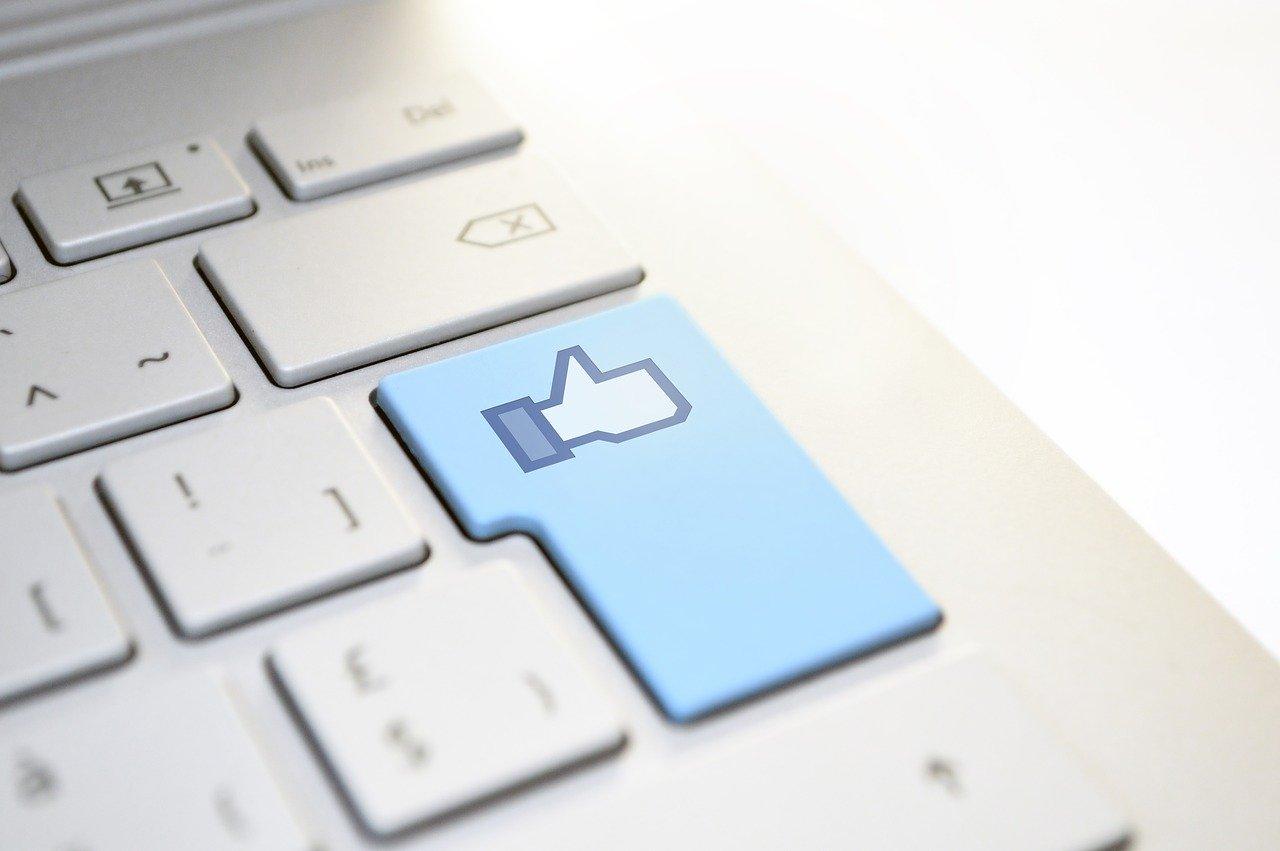 facebook-like-3695180_1280